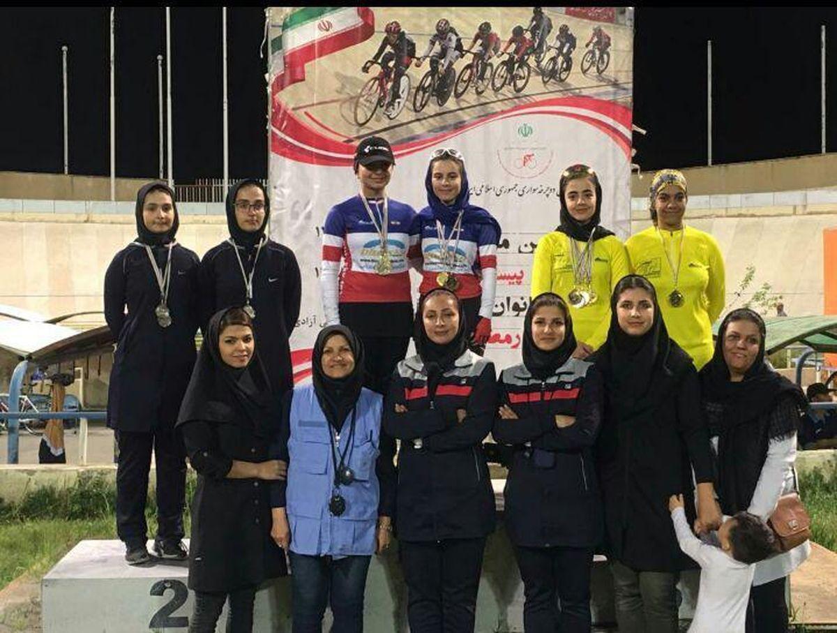تیم دوچرخه سواری دختران خراسان رضوی در سکوی قهرمانی مسابقات کشوری
