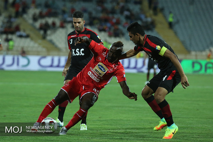 دیدار تیم های فوتبال پرسپولیس و فولاد خوزستان