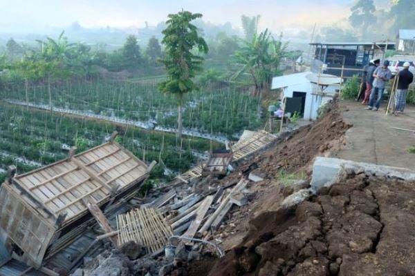 زلزله ۷ ریشتری اندونزی را لرزاند