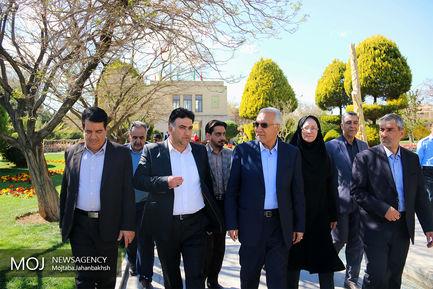 بازدید شهردار اصفهان از مجموعه باغ گل های اصفهان