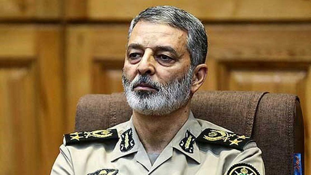 پیام تسلیت فرمانده کل ارتش در پی درگذشت خلبان منوچهر محققی
