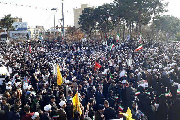 مردم قم علیه اقدامات آشوبگران راهپیمایی کردند