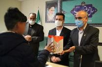کارکنان بانک سپه با اهدای تبلت، 6 یتیم کمیته امداد قم را خوشحال کردند