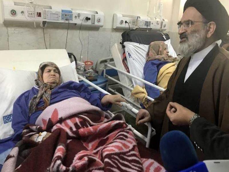 نماینده رهبر انقلاب از مصدومین زلزله کرمانشاه عیادت کرد