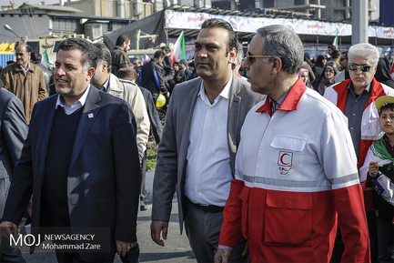 جشن انقلاب اسلامی با امدادگران هلال احمر