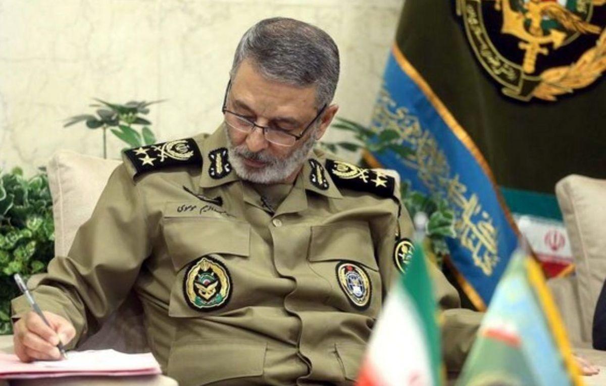 پیام تبریک فرمانده کل ارتش بمناسبت هفته نیروی انتظامی