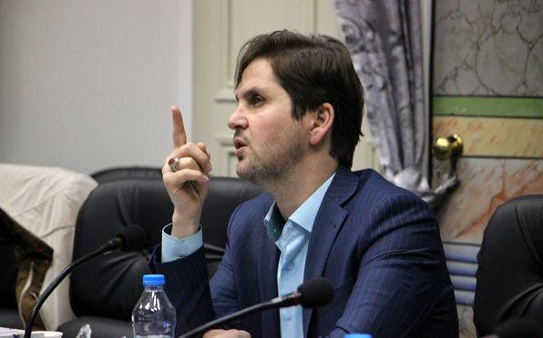 مخالف حضور اعضای شورای شهر درهیات مدیره باشگاه فرهنگی ورزشی شهرداری رشت هستم