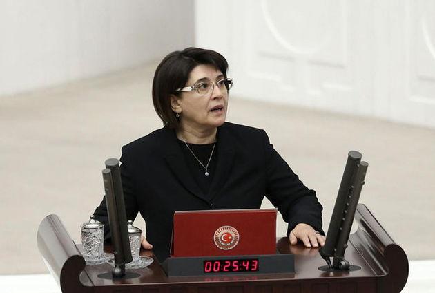 نماینده حزب دموکراتیک خلق ترکیه کرسی پارلمانی خود را از دست داد