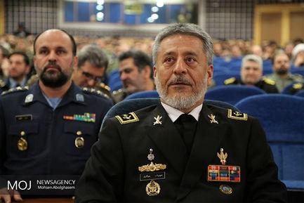 رونمایی از کتب تبیین اندیشههای دفاعی مقام معظم رهبری/امیر دریادار حبیبالله سیاری فرماندهی نیروی دریایی ارتش