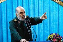 دشمنان انقلاب اسلامی میدانند که ملت ایران تسلیم نمیشود/ارتش کشورهایی مانند آمریکا دیگر قدرت و توان ندارد