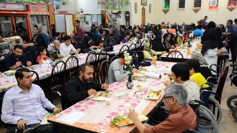 مراسم ضیافت افطاری برای معلولان جسمی حرکتی شهرضا برگزار شد