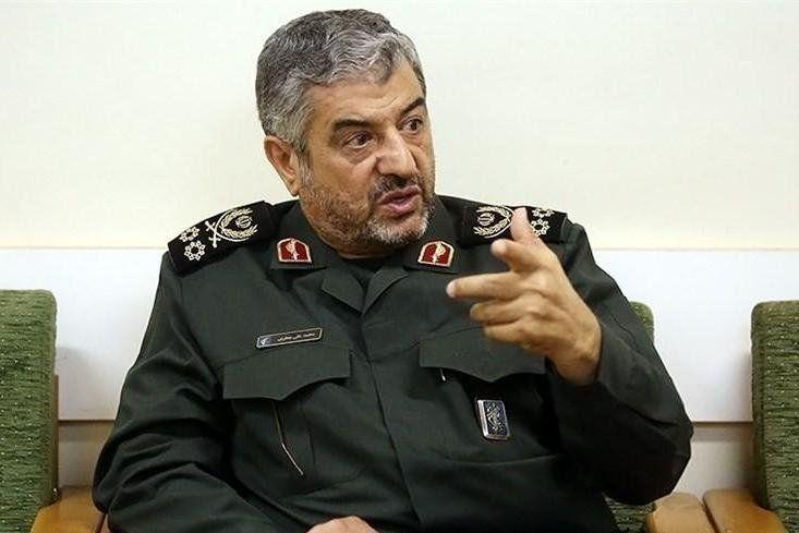 دشمنان نمی دانند که با نظام اسلامی و نهضت انقلابی ایران چه باید بکنند