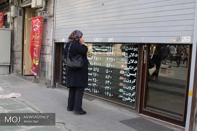 جولان دلالان در زمان غیبت صرافان/خرید و فروش دلار 1500 تومان بالای نرخ اعلامی دولت