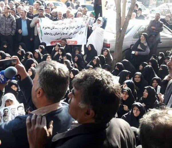 کشاورزان شرق اصفهان از نمایندگان مستعفی مجلس حمایت کردند