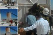 تلاش عوامل آتشنشانی برای نجات کارگری که به سیلوی گچ سقوط کرد
