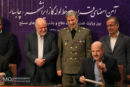 امضای تفاهم نامه ما بین وزیر دفاع و وزیر نفت