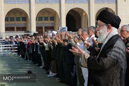 اقامه نماز عید فطر توسط رهبر معظم انقلاب حضرت آیت الله خامنه ای