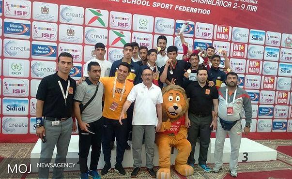 تیم کشتی آزاد دانشآموزی پارس اندیش لرستان قهرمان جهان شد