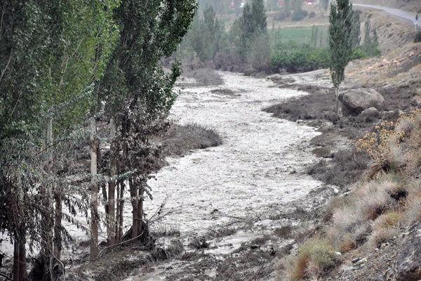 حضور  شهرداری منطقه  یک در زمان بحران کافی نیست / رودخانه اوین درکه توان مقابل با سیل را ندارد