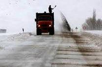 عملیات نمک پاشی و شن پاشی در جاده کوهستانی توسکستان در مسیر گرگان - شاهرود صورت گرفت و تردد برقرار است