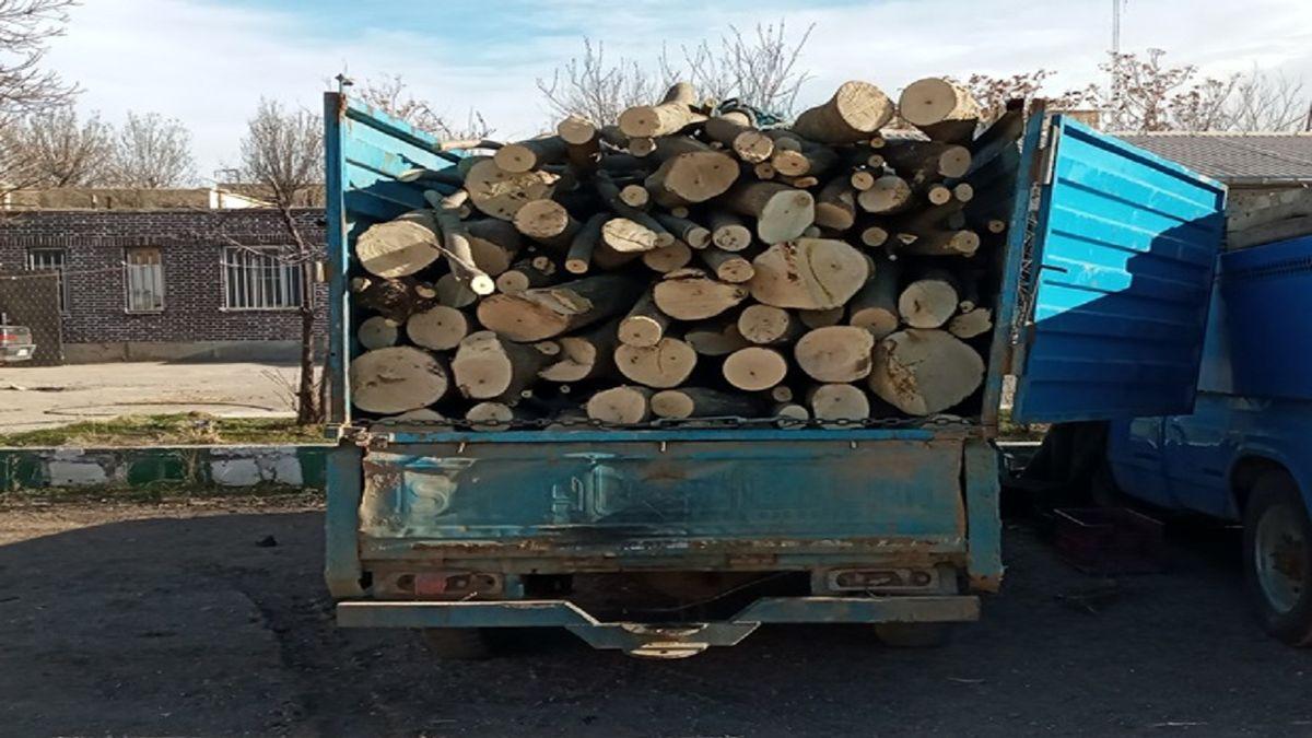 توقیف یک دستگاه وانت نیسان حامل چوب آلات جنگلی در اردبیل