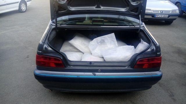 کشف 210 کیلو تریاک از یک دستگاه خودروی پژو پارس در اصفهان