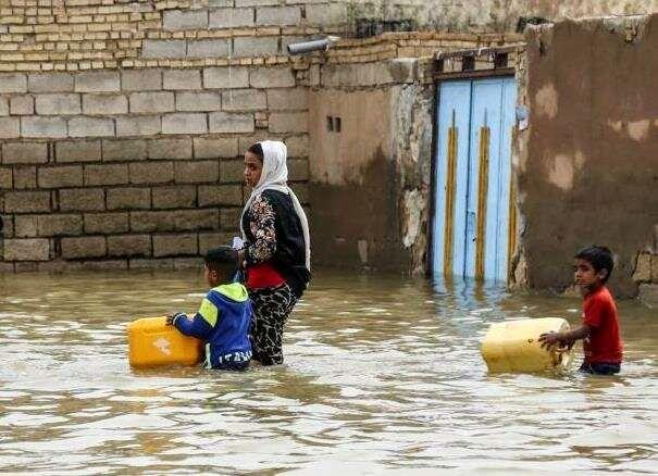 ارسال اولین محموله غذایی از شهرداری اصفهان به مناطق سیل زده در سیستان و بلوچستان