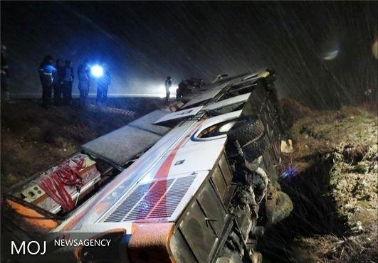 ۴۵ کشته و مصدوم در واژگونی اتوبوس در جاده اصفهان