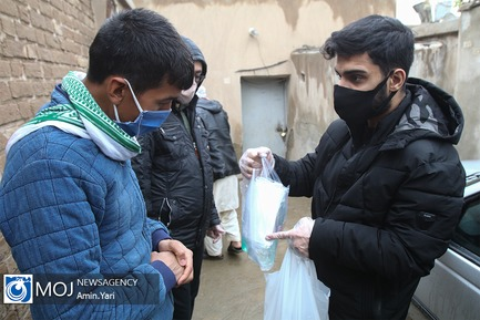 توزیع مواد ضد عفونی کننده در روستای کبیرآباد توسط گروه های مردمی