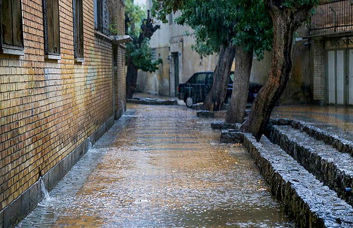 سامانه بارشی عصر امروز وارد لرستان می شود/ مردم مراقب آبگرفتگی معابر باشند