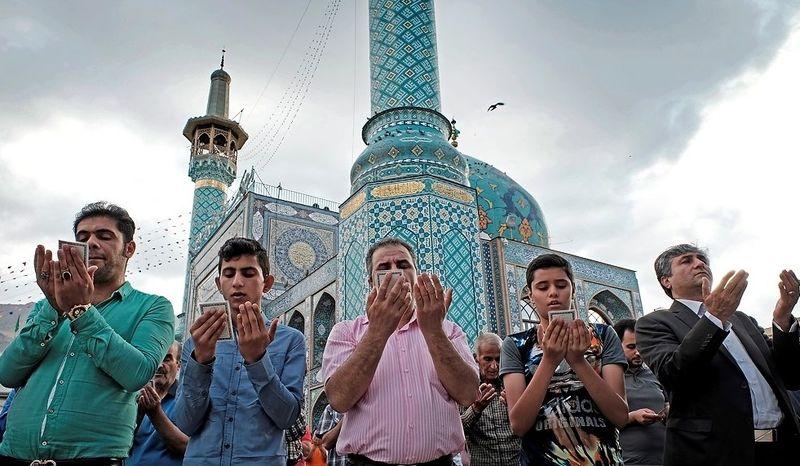 امامزاده صالح (ع) در میدان تجریش با مراسم نقاره زنی به استقبال نمازگزاران عید فطر می رود