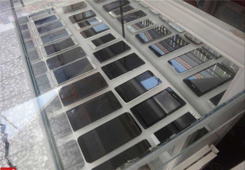 واردات گوشی تلفن همراه با ثبت سفارش انجام می شود