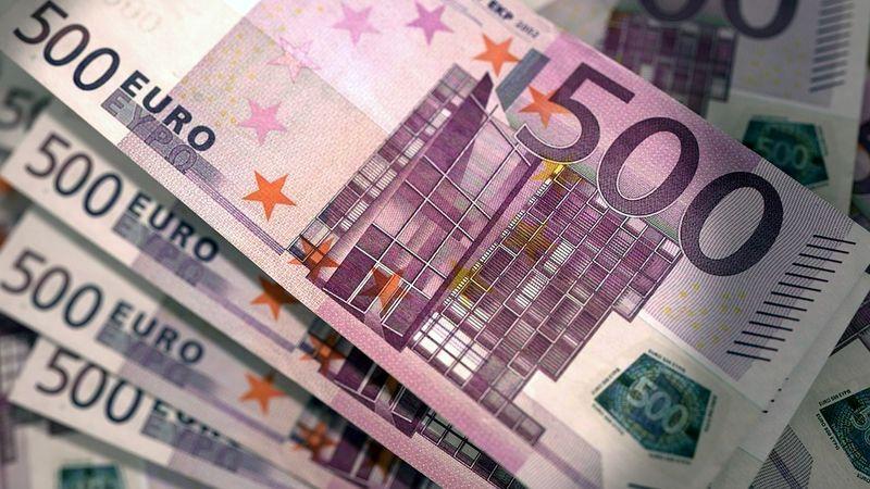 قیمت یورو به ۶۹۷۵ تومان رسید