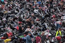 موتور سواری وزیر خارجه آمریکا در بزرگداشت سربازان آمریکایی