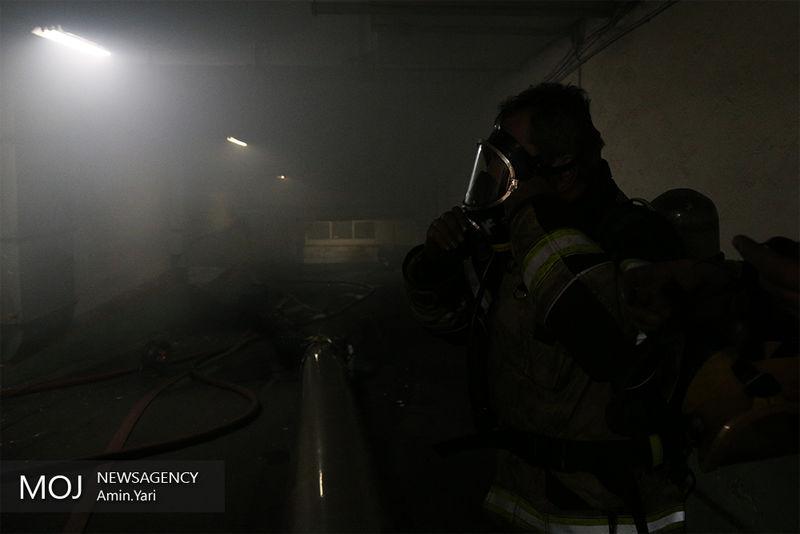 حرارت و دود در طبقه منهای چهار ساختمان برق وزارت نیرو ورود آتش نشانان را غیر ممکن کرد