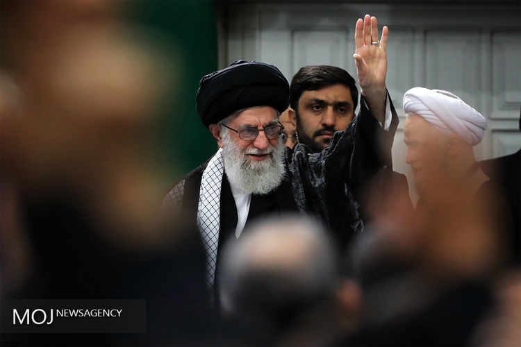 رهبر انقلاب در چادرهای اسکان زلزلهزدگان در روستای کوئیک حضور یافت
