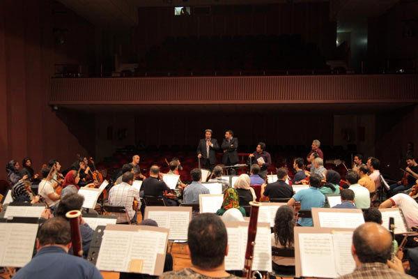 نوازندگان ارکستر سمفونیک قرارداد میبندند