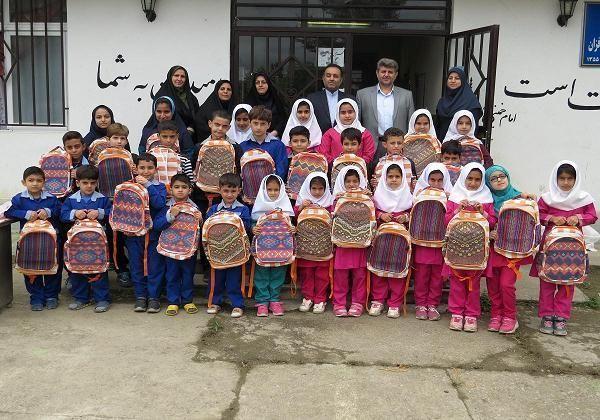 370 بسته لوزام کمک آموزشی به دانش آموزان مناطق روستایی فومن اهدا شد