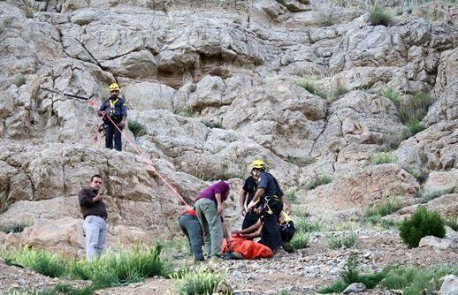 2 جوان گرفتار شده در ارتفاعات کوه های چاه ملک نجات یافتند