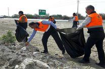 زباله های رها شده در حریم جاده بندرعباس_میناب پاکسازی و جمع آوری شد