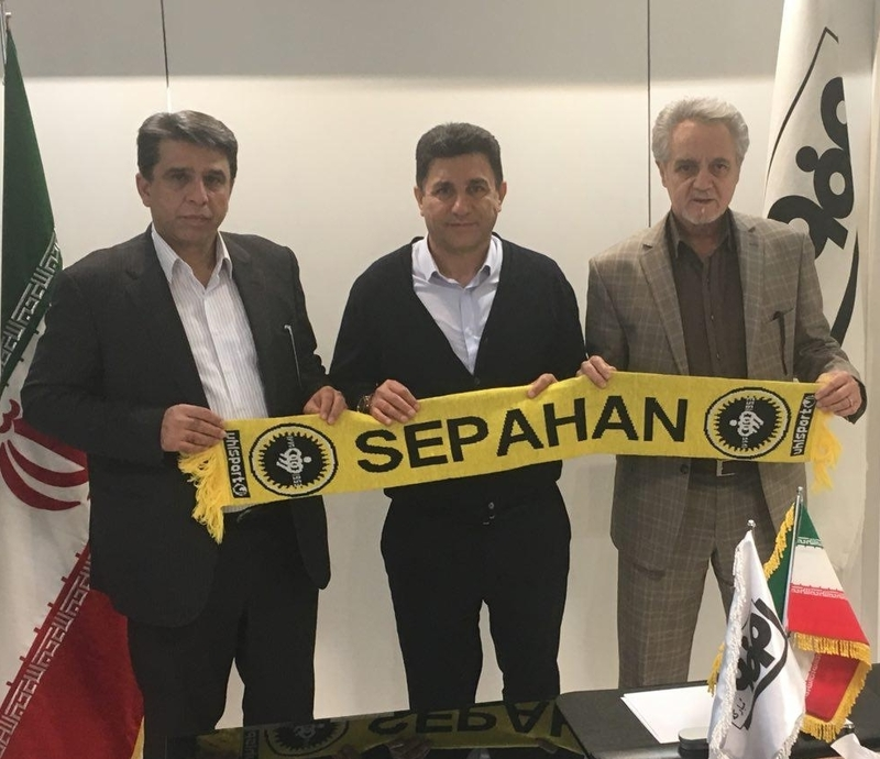 ثبت قرارداد امیر قلعه نویی با تیم سپاهان در هیات فوتبال