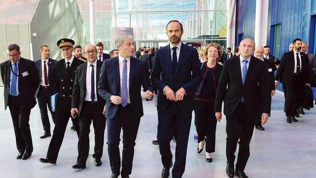 نشست هیات دولت فرانسه برای حل مشکلات اقتصادی و امنیتی