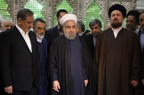 رئیس جمهور با امام راحل تجدید میثاق کرد