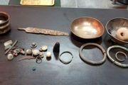 کشف 37 قطعه اشیاء تاریخی در اسلام آبادغرب