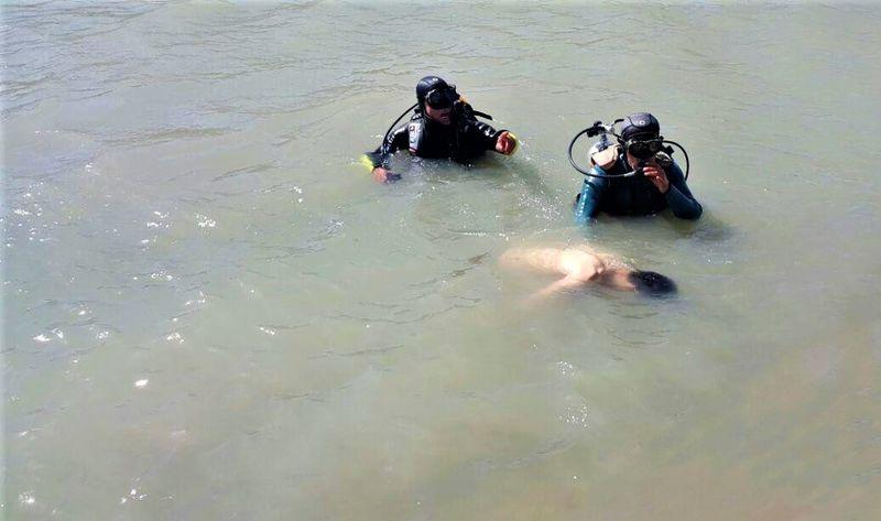 غرق شدن یک پدر و پسر در استخر 9 متری آب به علت ناآشنا بودن به فنون شنا