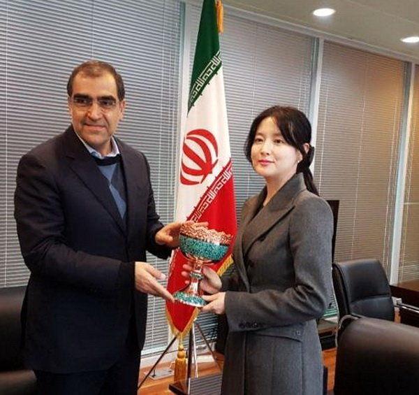 واکنش حسام الدین آشنا به شوخی بی ربط وزیر بهداشت/ بر زخم مردم نمک نپاشیم