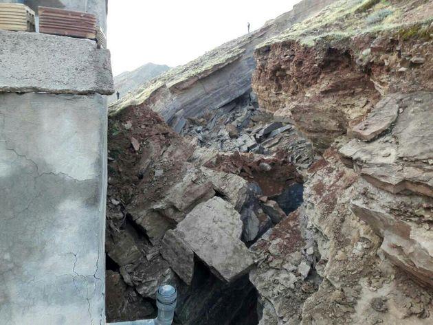 تخریب یک منزل مسکونی در مسجد سلیمان بر اثر رانش زمین