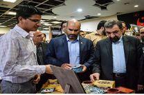اکثر زائران به دنبال خرید سوغاتی با رنگ و بوی امام رضا(ع) هستند