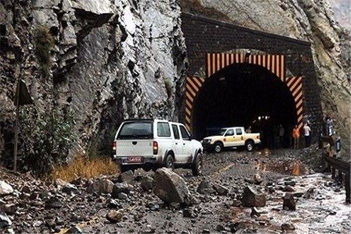 جاده فشم بر اثر ریزش کوه بسته شد