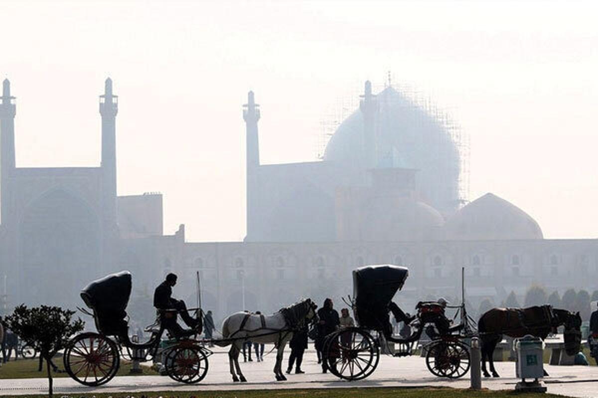 هوای اصفهان برای همه مردم ناسالم است / شاخص کیفیت هوا 157